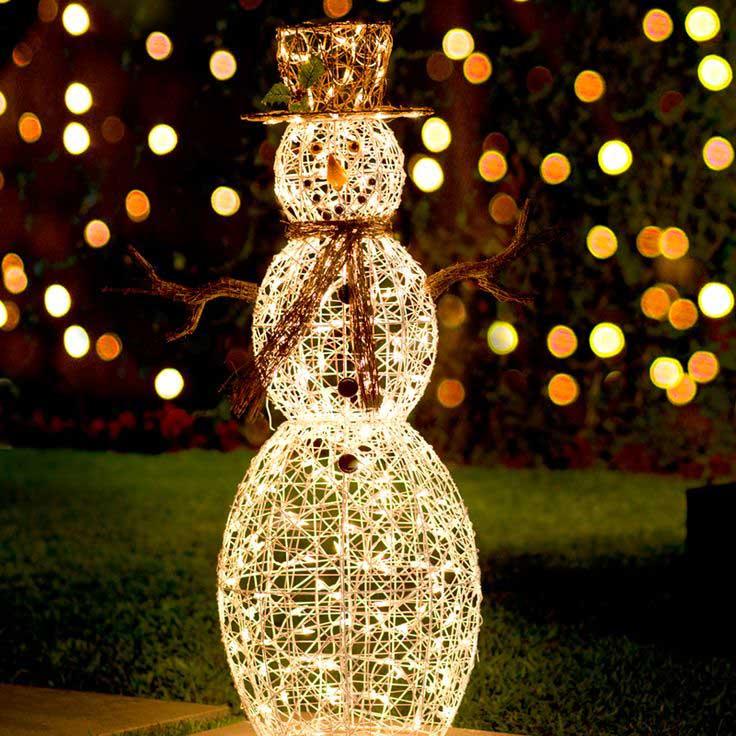Consejos para decorar el jard n en navidad for Adornos navidenos para balcones